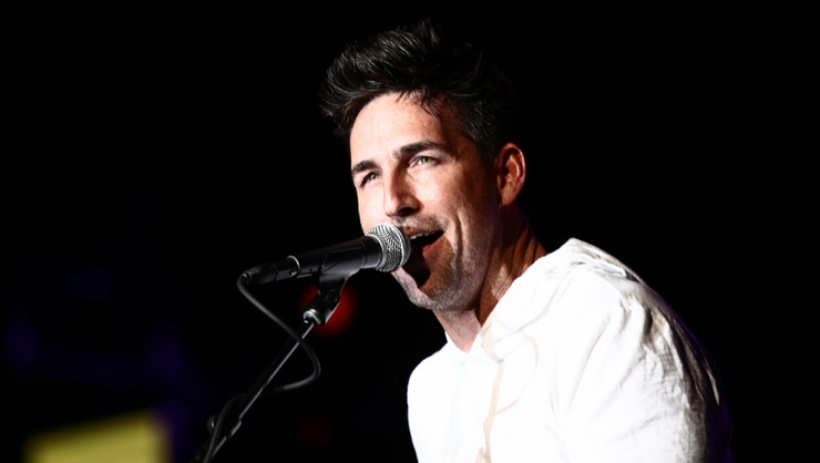 Jake Owen's Girlfriend And Two Daughters Star In Sweet 'Made For You' Video