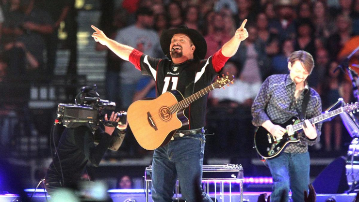Garth Brooks Says His Own Dive Bar Is Coming To Nashville