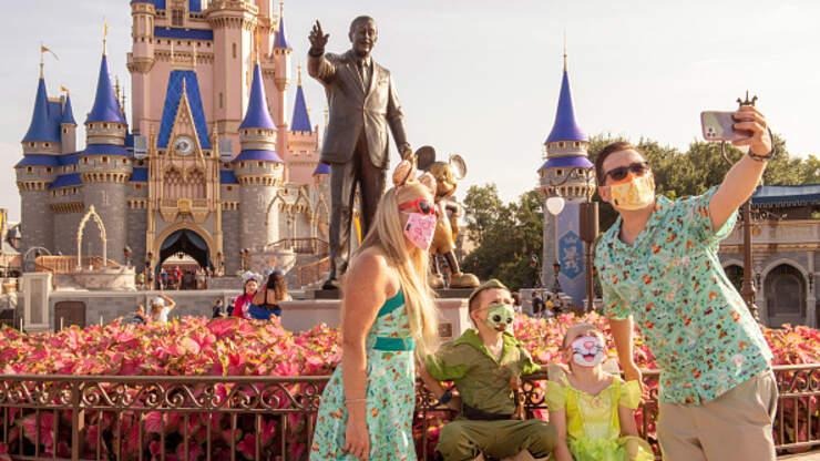 Disney Unveils Exclusive Facemasks For Cast Members