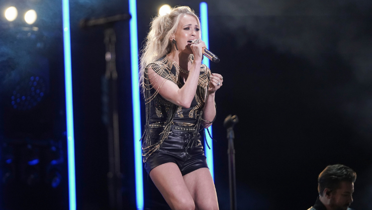 Carrie Underwood Shines In New 'Sunday Night Football' Opening