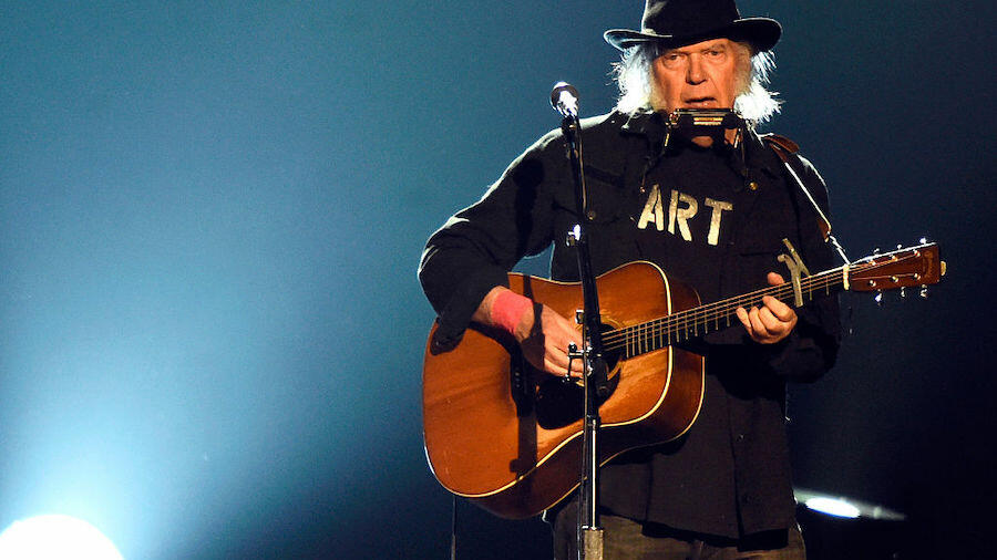 Neil Young Announces Live Double Album And Film, 'Noise And Flowers'