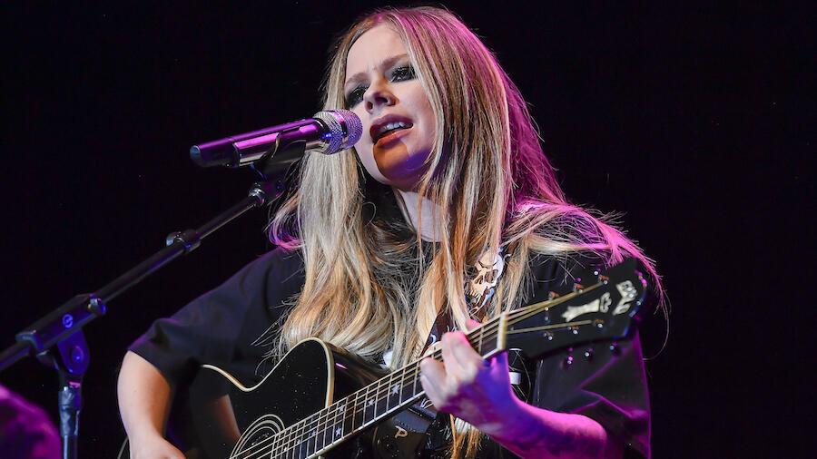 Avril Lavigne Announces Lyme Disease Livestream Benefit Concert