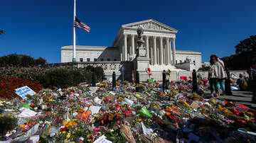 image for Justice Ruth Bader Ginsburg Lies In Repose At Supreme Court