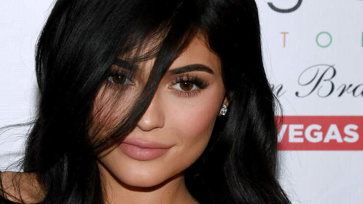 Lookin At Girlzzz: Including Kylie, Free Vibrators, Simone and More!