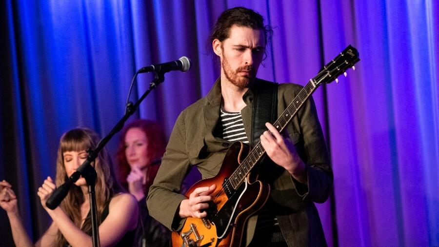Hozier Unexpectedly Surprises Street Performer Singing 'Take Me To Church'