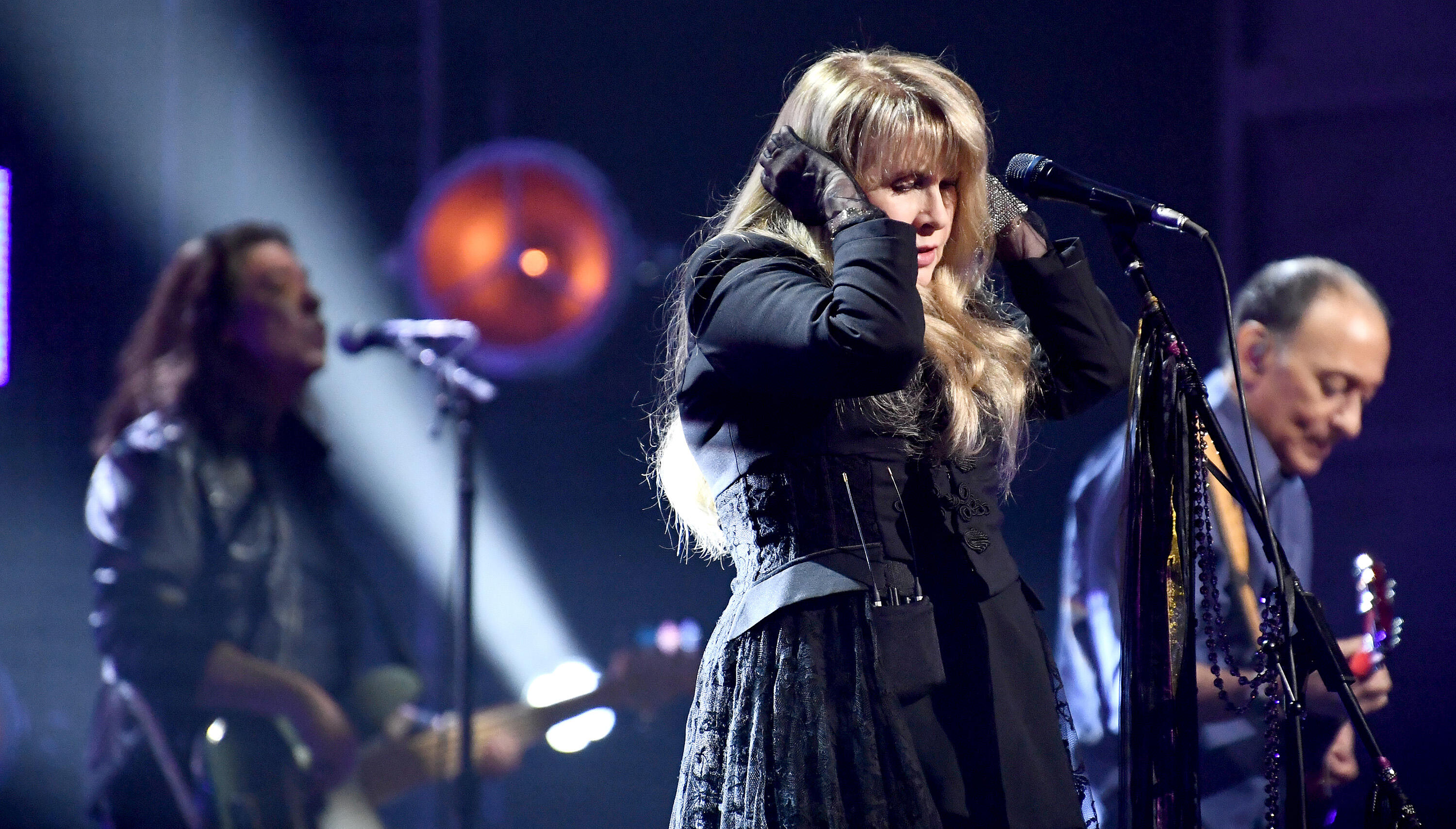 Stevie Nicks Says 'Compromised Lungs' Put Her At High Risk For COVID-19