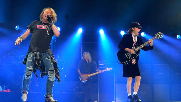 Axl Rose 'Volunteered' To Help AC/DC Complete 2016 Tour ...