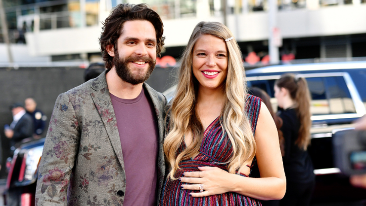 Thomas Rhett And Lauren Akins To Host 'CMA Country Christmas' TV Special