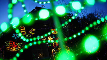 image for This House Has Incredible Christmas Lights - They're Alive!