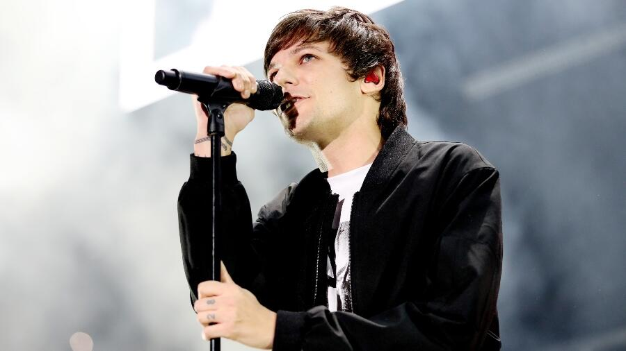 Louis Tomlinson Live-Debuts 'Walls' Songs & A New Track During Live Stream