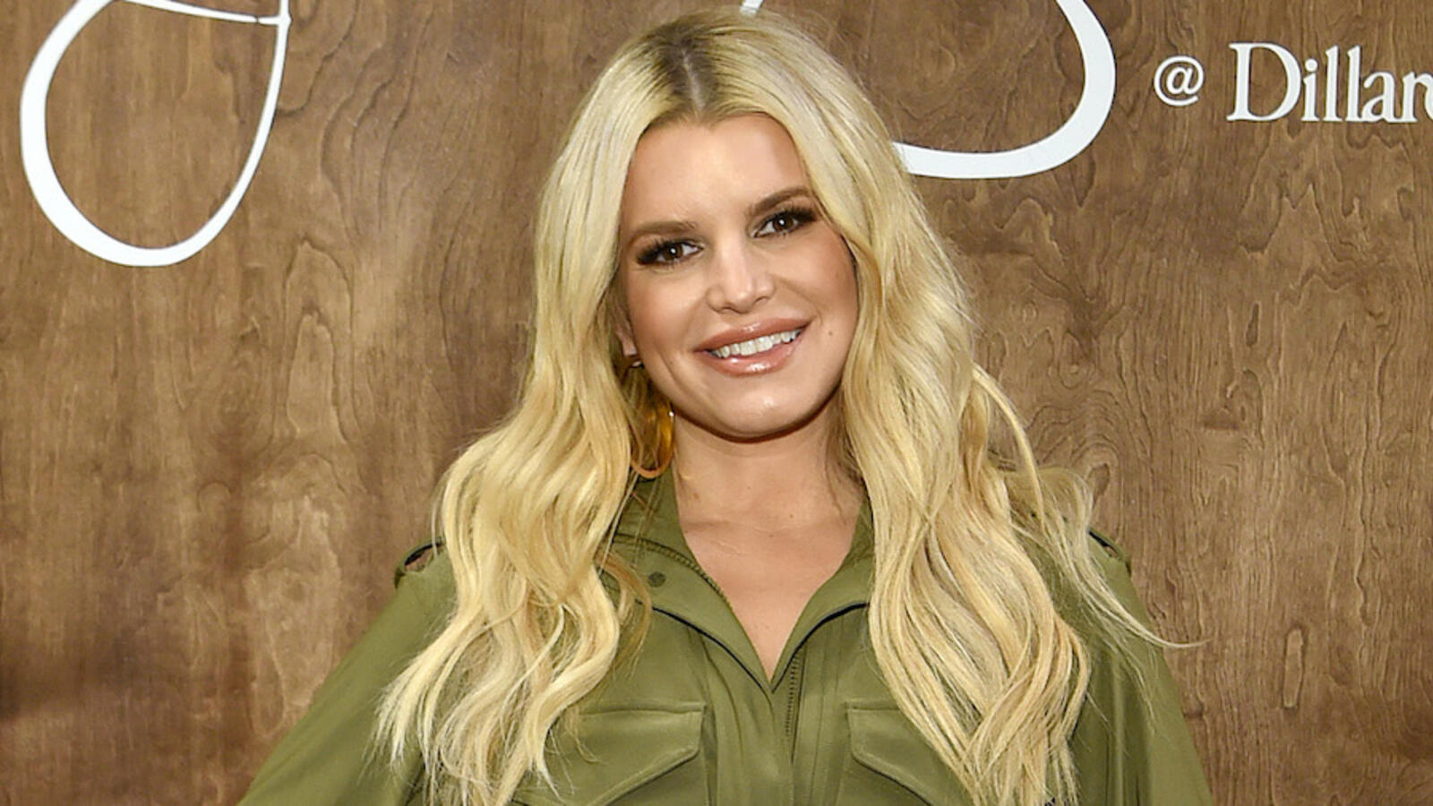 Jessica Simpson Flaunts 100-Pound Weight Loss In Christmas Onesie