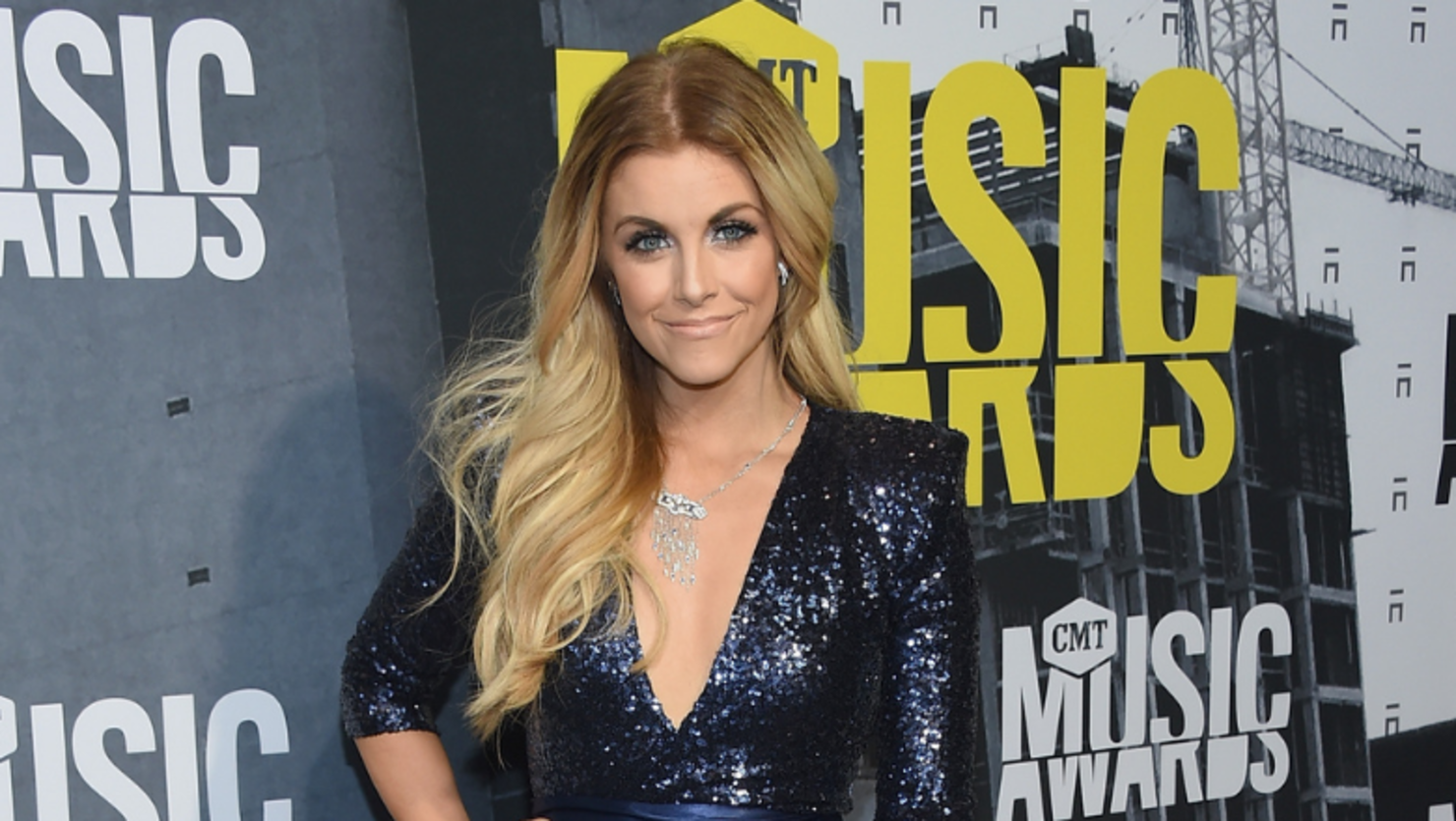 Lindsay Ell Adopts Adorable Pomeranian Following Breakup With Boyfriend