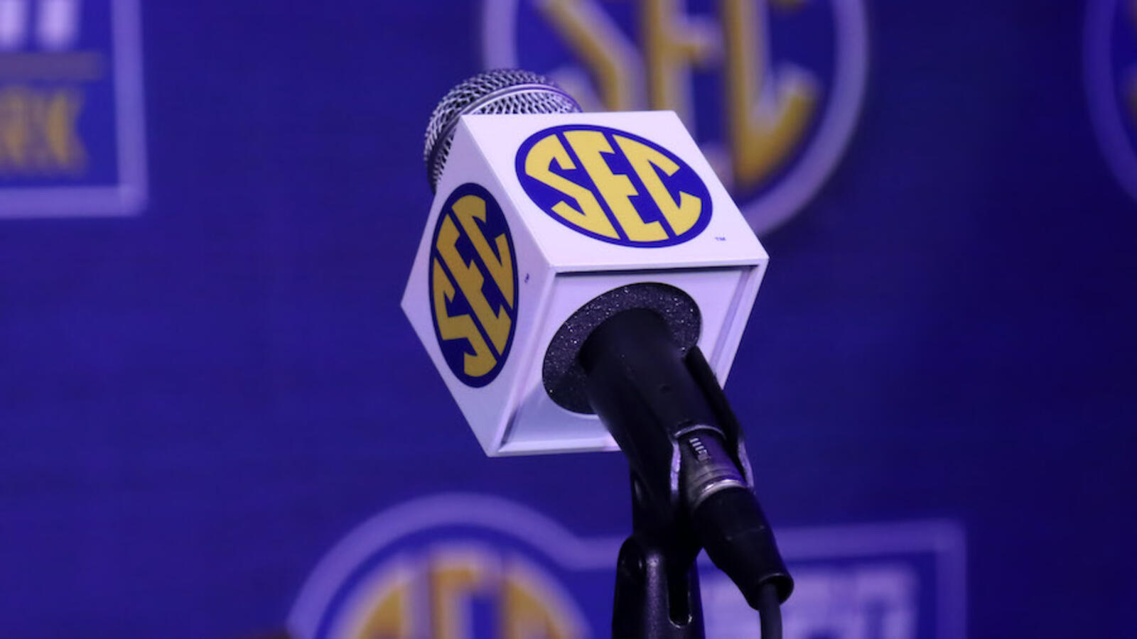 Texas, Oklahoma Officially Accept SEC Invite -- See What It Means