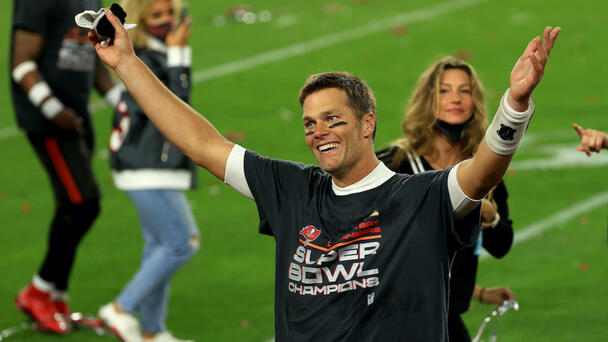 PHOTO: Brady Posts Pic With All 7 Super Bowl Rings On His Fingers