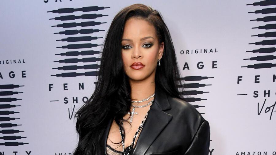 Rihanna's Savage X Fenty Brand Is Now Worth $1 Billion