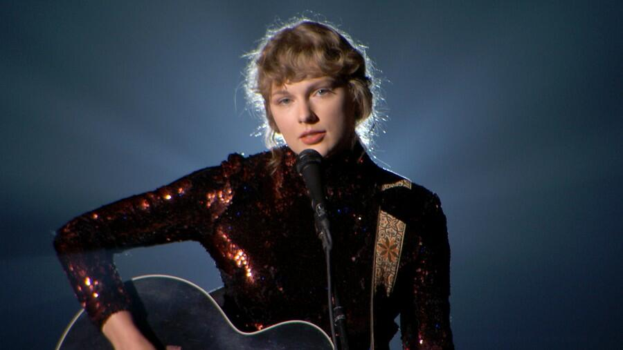 Taylor Swift Knows Exactly What She's Doing With New 'Red' Vault Teaser