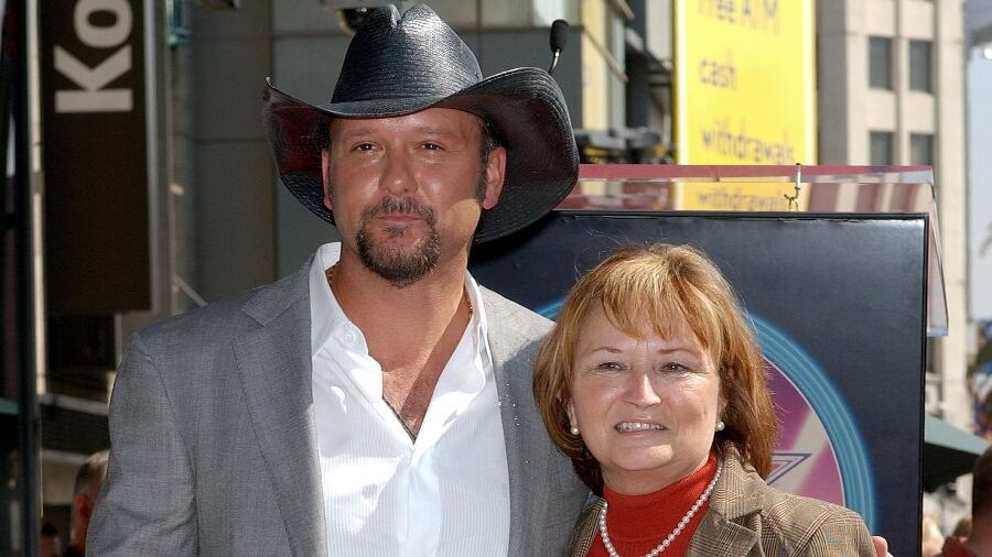 Tim McGraw Admits His Mom Is A Better Texter Than He Is