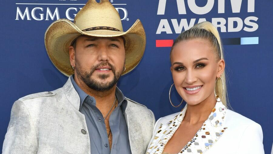 Jason Aldean's 2-Year-Old Daughter Proves 'Singing Runs In The Fam'