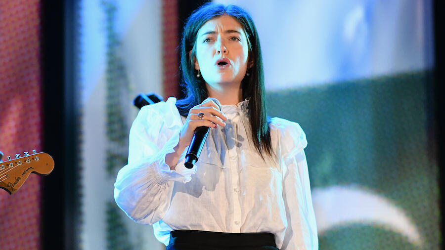 Lorde Covers Bruce Springsteen In First Live Performance ...
