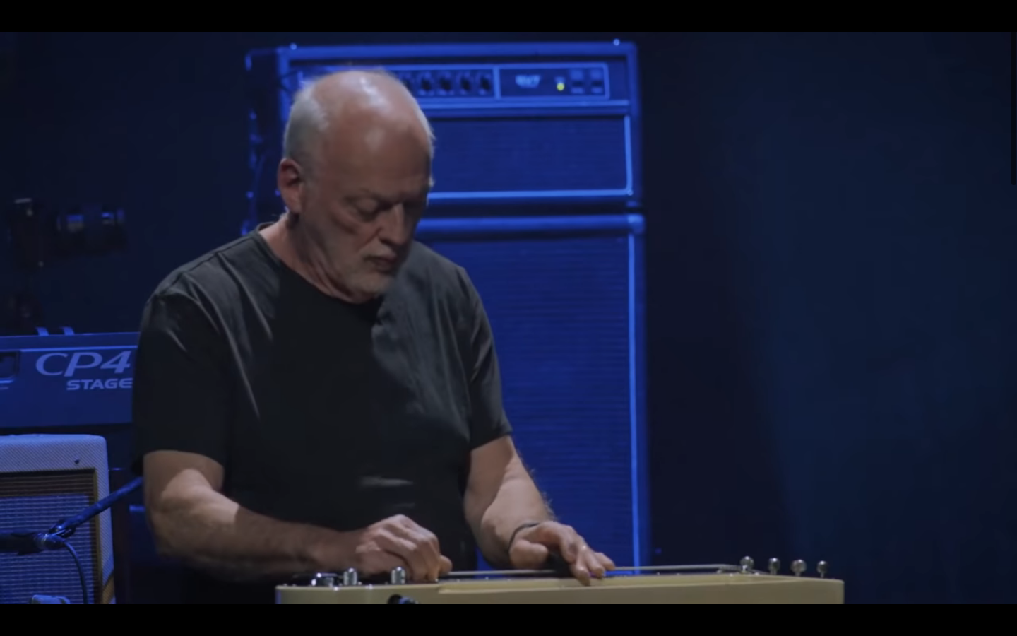 "Watch David Gilmour Play Fleetwood Mac's ""Albatross"" At Peter Green Tribute"