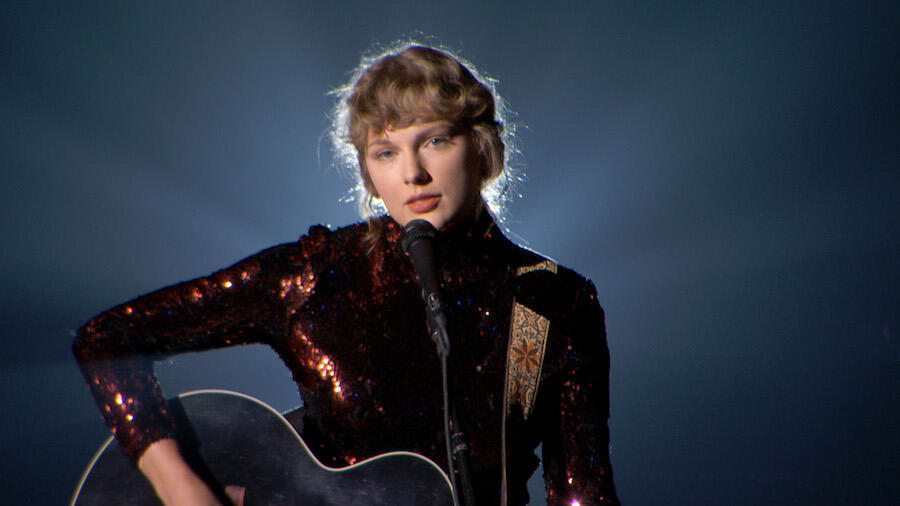 How To Get 13 Special Gifts From Taylor Swift, Including A Guitar