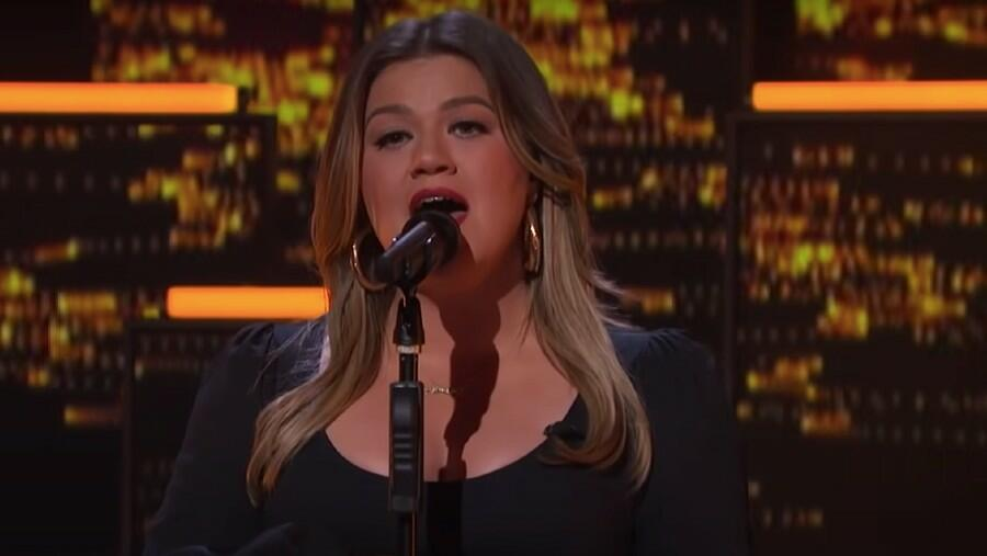Kelly Clarkson Refuses To Give Up On Love With Cover Of Dido's 'White Flag'
