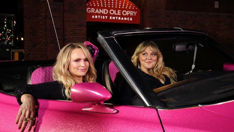 Miranda Lambert & Elle King Were Fringe Twins During 2021 ACM Performance