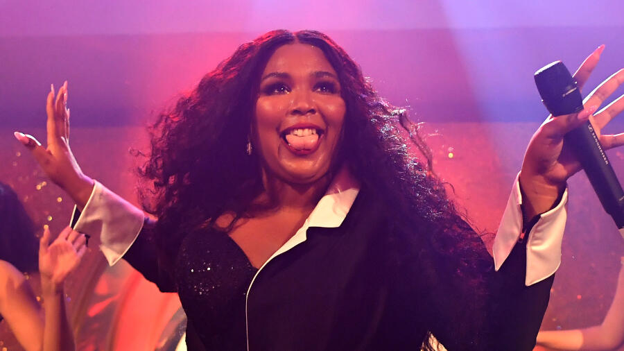 Lizzo Strips Down For Unedited Nude Photo Shoot: 'Let's Get Real'