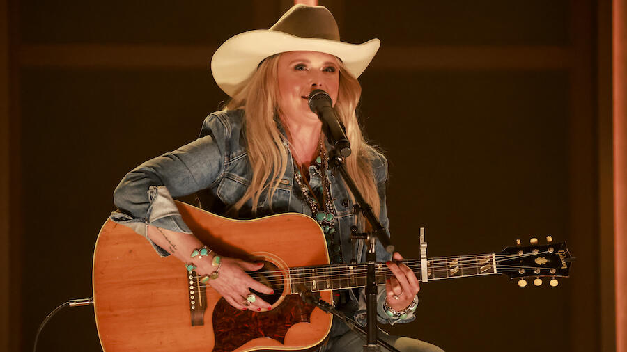 Miranda Lambert Cries Onstage During 1st Live Concert In Over A Year