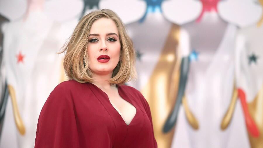 Watch Adele Jam Out To This J. Lo Classic At An Oscars 'After After Party'
