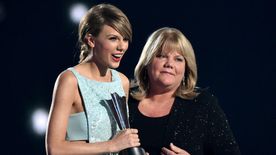 Taylor Swift's Mom Appears In Video For 'The Best Day (Taylor's Version)'