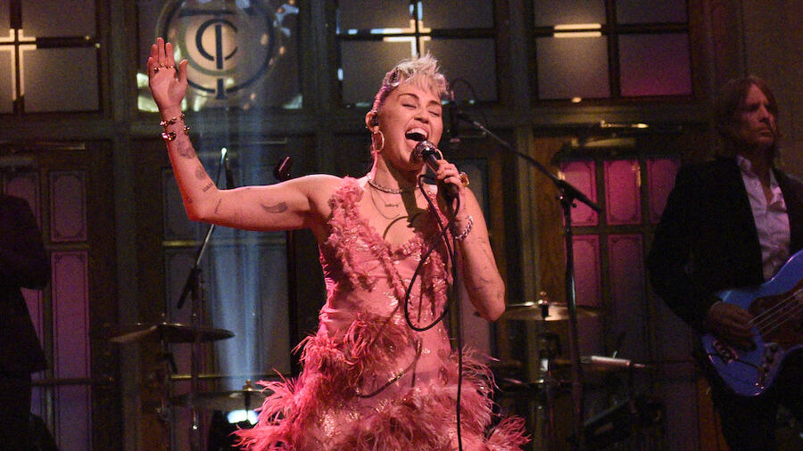 Watch Miley Cyrus Cover Dolly Parton In Mother's Day Tribute On 'SNL'