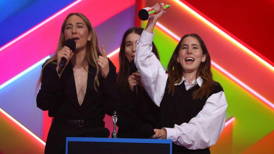 HAIM Win Best International Group BRIT Award