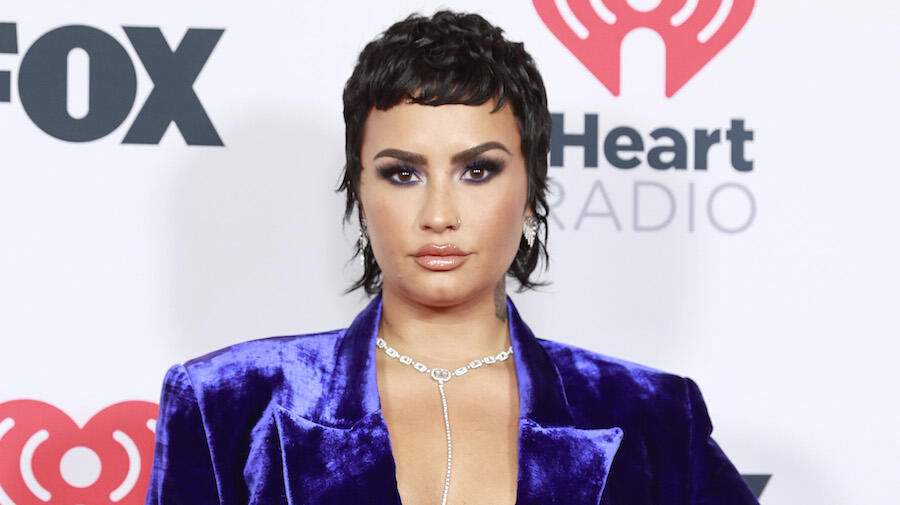17 Celebs With Nonbinary, Genderfluid Identities (And Their Pronouns) | iHeartRadio