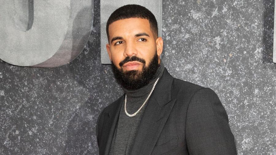 Drake Flaunts His Six-Pack Abs In Shirtless Selfie