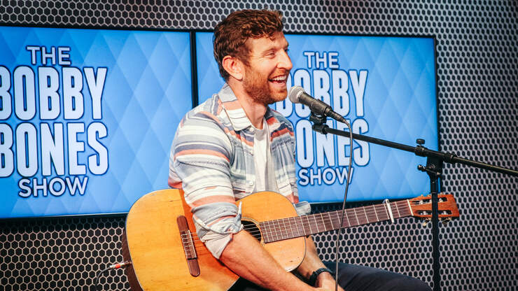 """Brett Eldredge Performs Unreleased Song """"I Want That Back"""""""