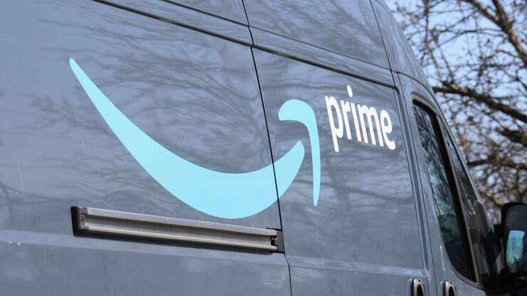 White Woman Charged With Hate Crime After Calling 911 On Amazon Driver