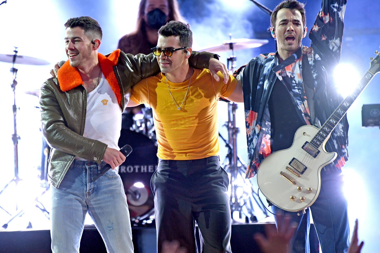 Jonas Brothers Debut New Single Whos In Your Head