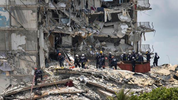 Recuperan 4 cuerpos más en condominio colapsado