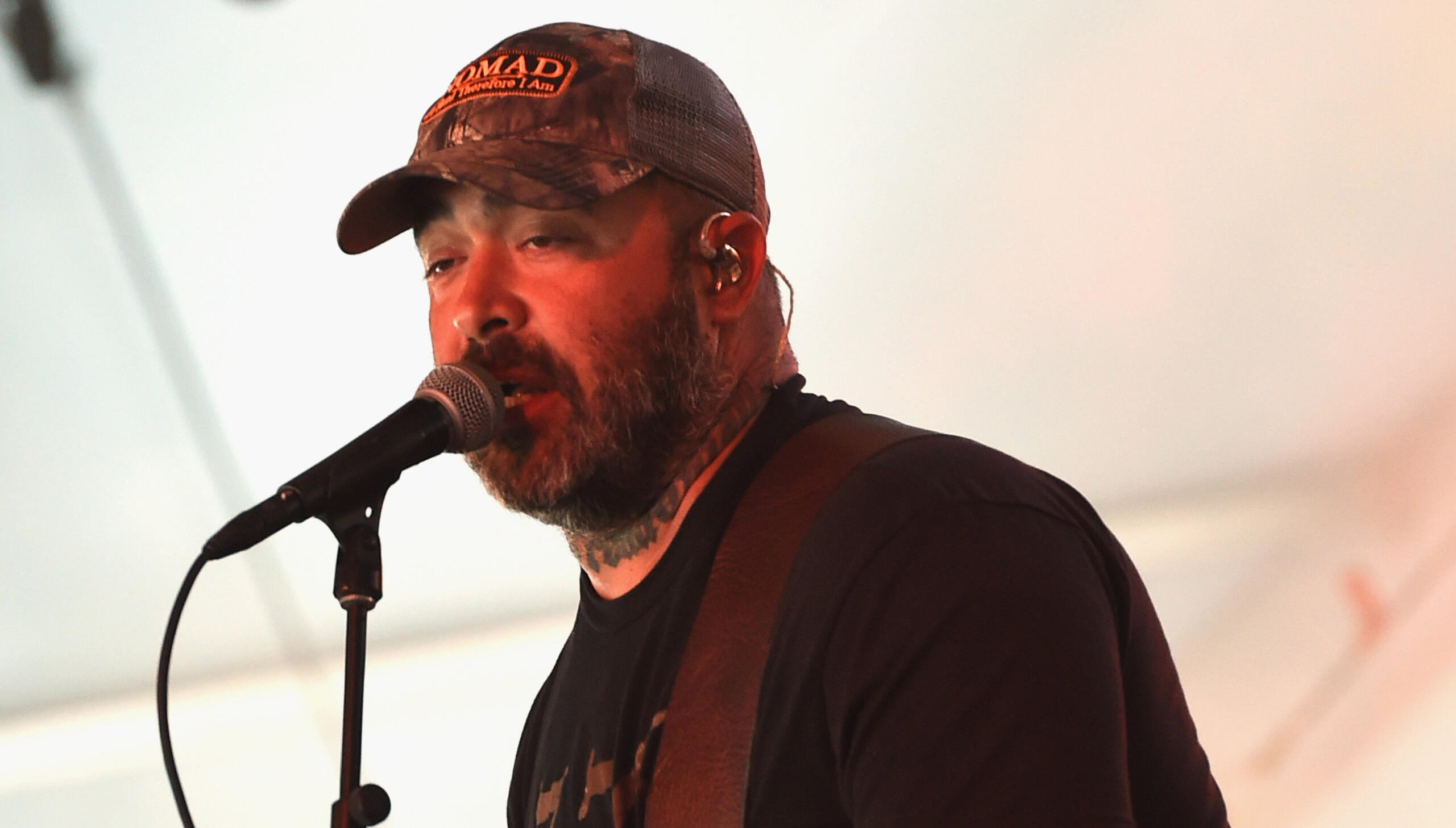 Drunk Aaron Lewis Accidentally Plays 'It's Been A While' Twice At Solo Show