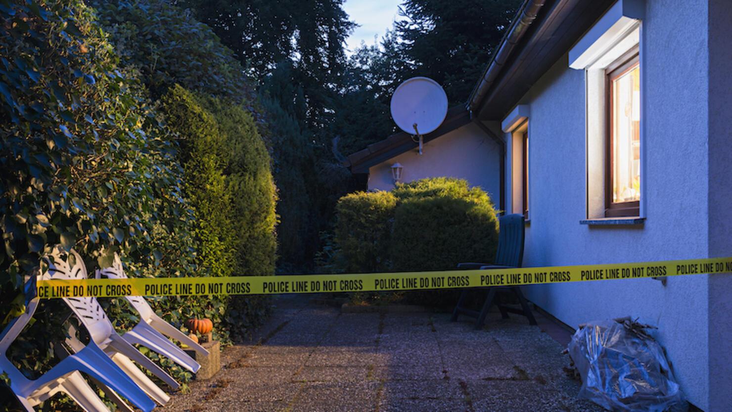 policeline do no cross at garden house