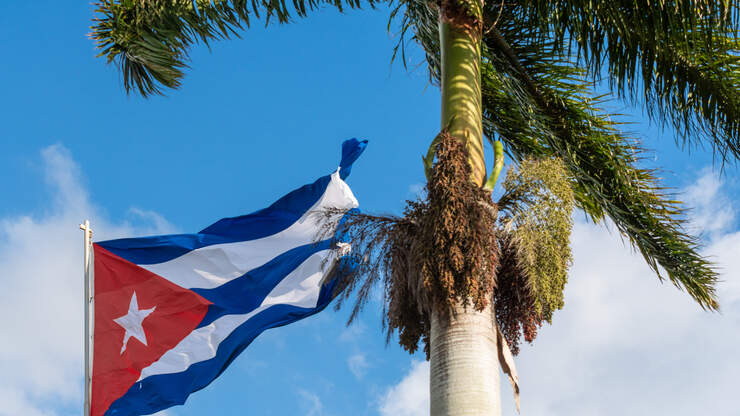 Group gathers in downtown Charleston in support of Cuba ...