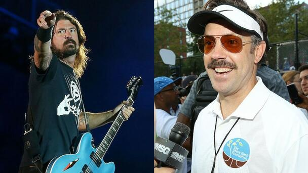 Jason Sudeikis Reveals To Mark Hoppus How Foo Fighters Inspired 'Ted Lasso'