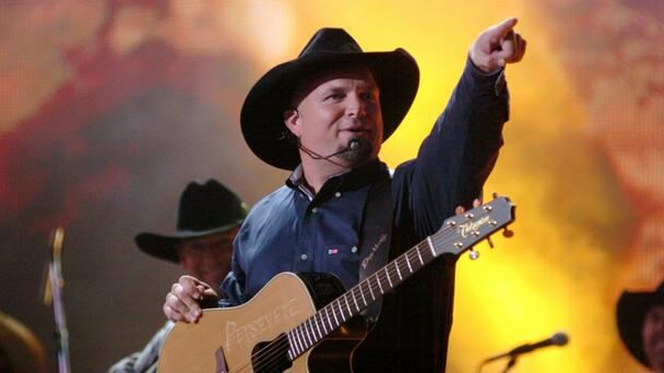 Garth Brooks' Kansas City Concert To Have On-Site COVID Vaccine Clinic