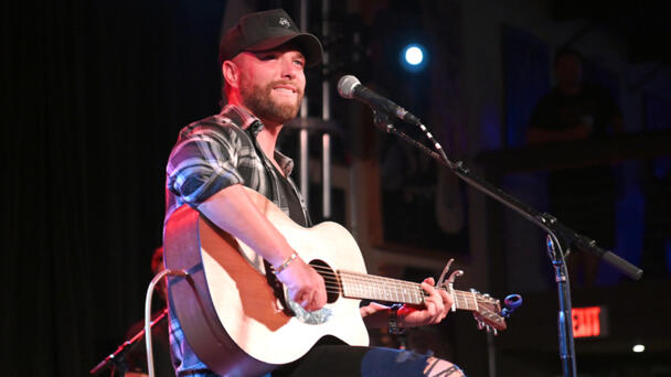 Watch Chris Lane Bring Young Fan On Stage During Performance Of 'For Her'