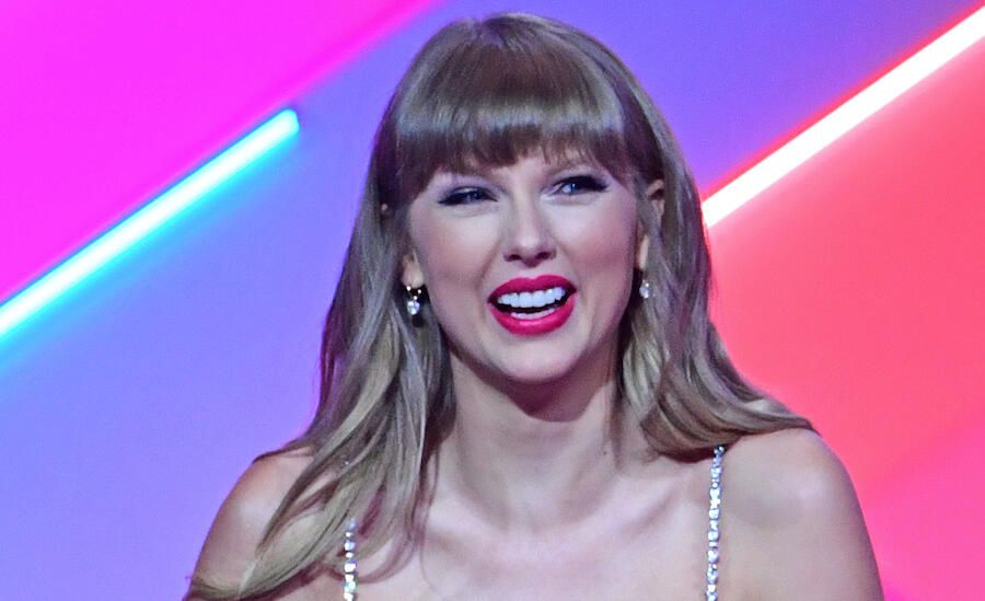 Taylor Swift Drops Full 'Red (Taylor's Version)' Track List & Collabs