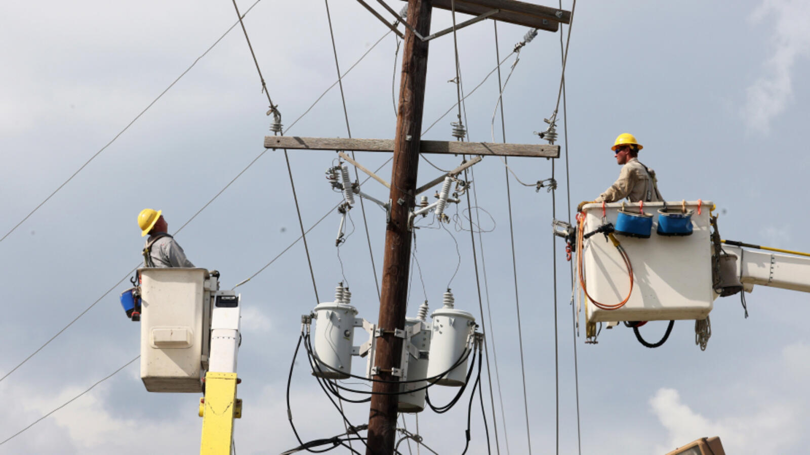 Majority Of New Orleans Has Power Restored, About 30% Of City In The Dark