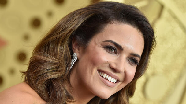 Mandy Moore Ate Pizza In Her Pantry While Naked After The Emmys