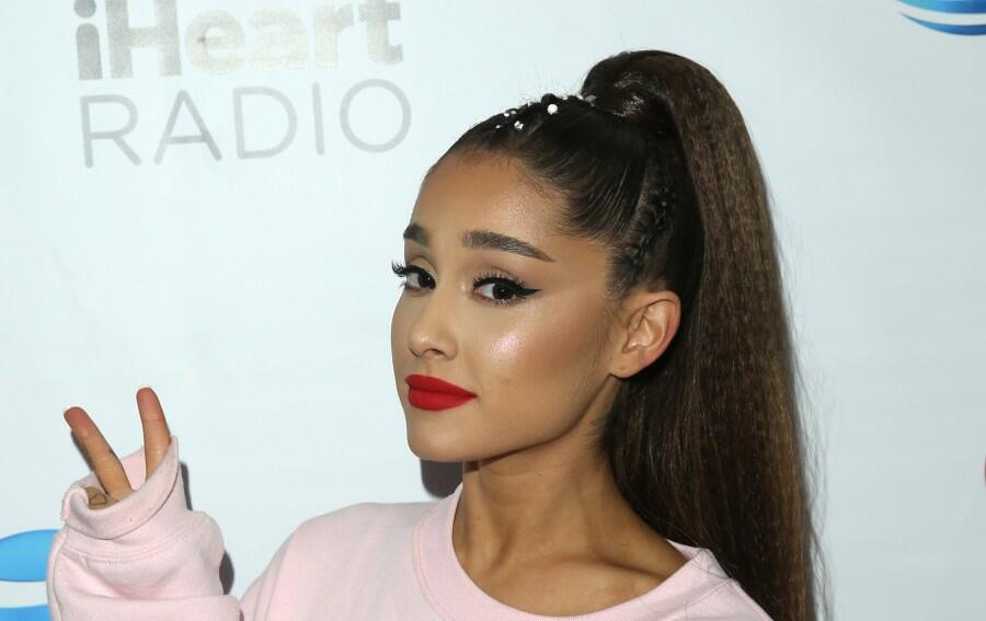 Ariana Grande Makes A Pregnancy Promise On Season 21 Debut Of 'The Voice'