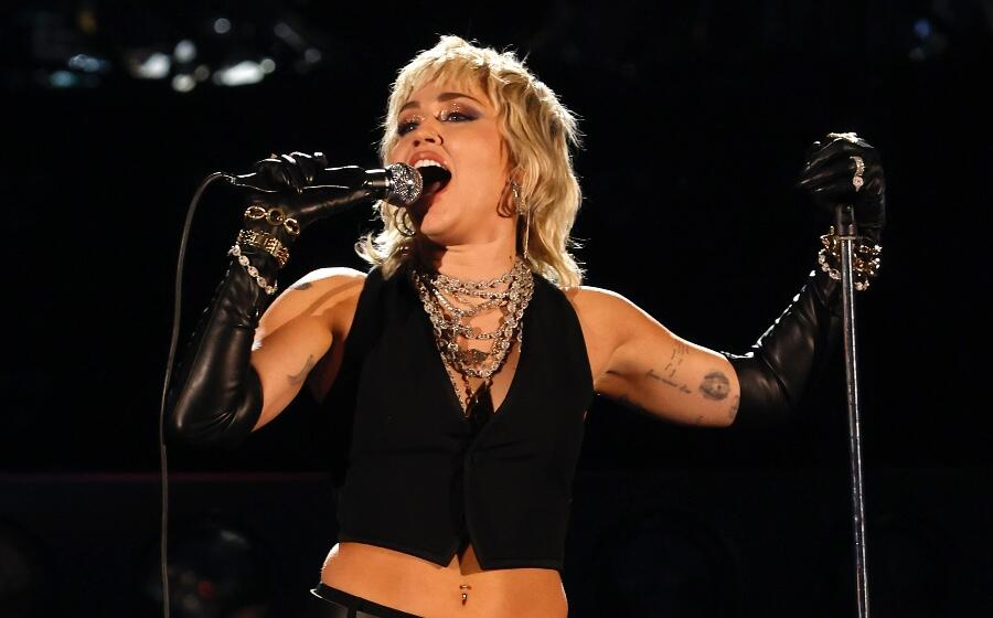 Miley Cyrus Opens Up About Post-Pandemic Anxiety During Summerfest Set